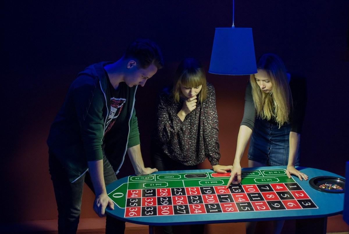 Квест казино отзывы пацаны играют в карты